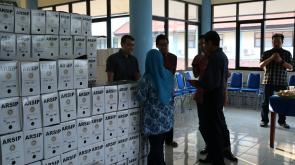 Tumpukan Kardus Arsip di Kantor Bidang Kerasipan Universitas Airlangga Surabaya