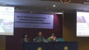 Pembukaan Diklat PBJ oleh Wakil Rektor II UM