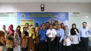 Foto bersama tim dari UNJ dan perwakilan dari BUK UM
