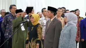 Sumpah jabatan oleh para pejabat yang dilantik